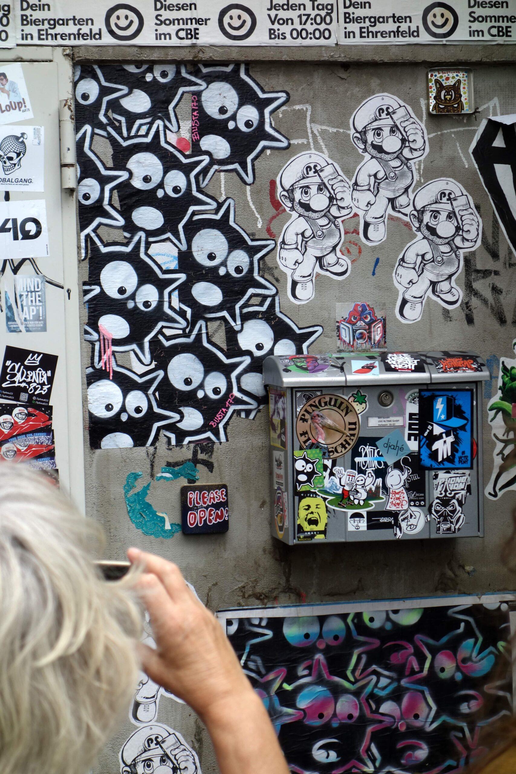 Bibostickas Planet Selfie Street Art Busta