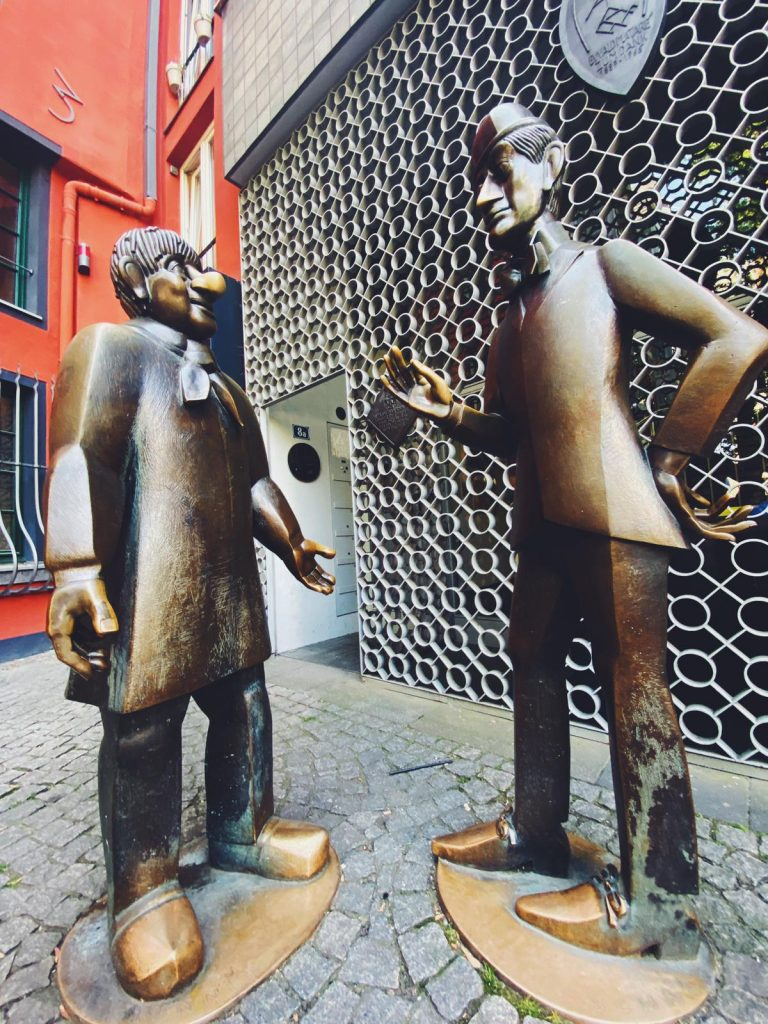 Alternative Stadtführung KölnTünnes und Schäl Köln Quiz und Schnitzeljagd Planlos Credit Nina Reisdorf-min